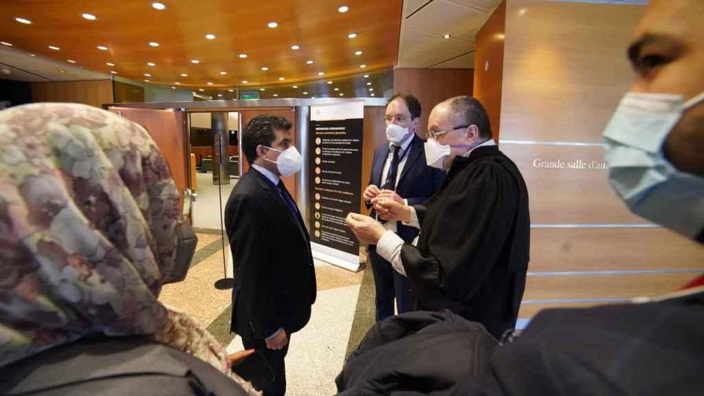 Oubi Bachir, representante del Frente Polisario en Europa, a la salida de la comparecencia en el TJUE.