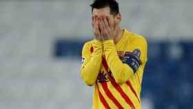 Leo Messi se lamenta después de fallar una ocasión
