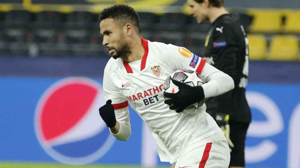 En-Nesyri celebra uno de sus goles con el Sevilla al Borussia Dortmund