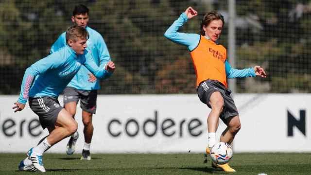 Modric y Kroos dejan dudas de su presencia ante el Betis