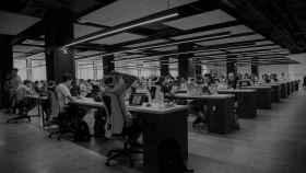Imagen de varios trabajadores en una oficina, antes de la Covid-19. Foto: Unsplash