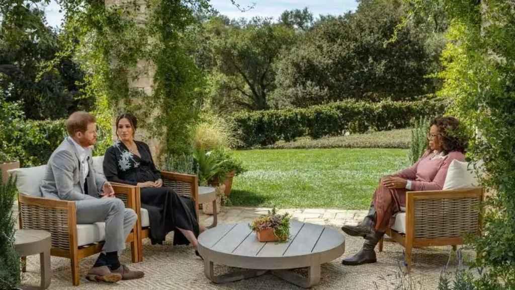Meghan y Harry, durante su entrevista con Oprah.