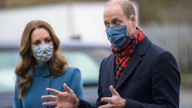 Los duques de Cambridge durante una visita a Newbridge en diciembre del año pasado.