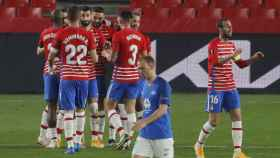 Los jugadores del Granada celebran su gol al Molde en Europa League