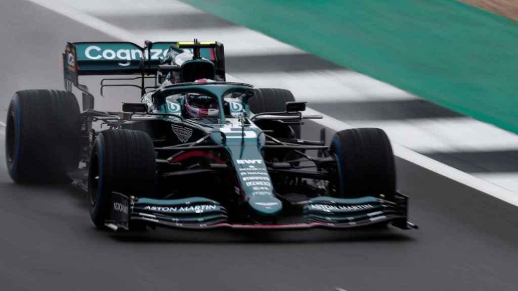 Vettel con su nuevo Aston Martin AMR21