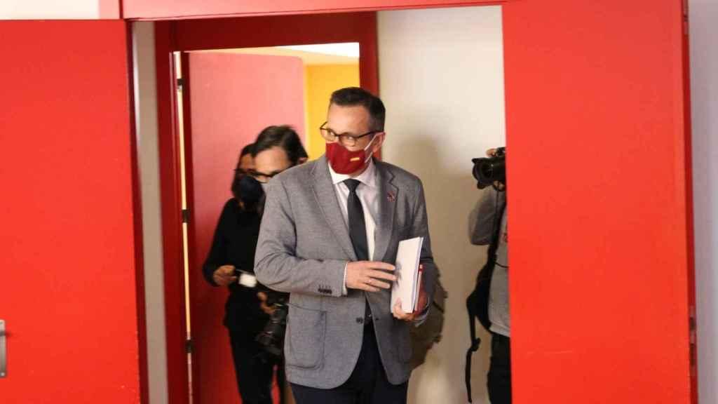 Diego Conesa, secretario general del PSOE, ayer, antes de comparecer ante los medios para anunciar la moción de censura.