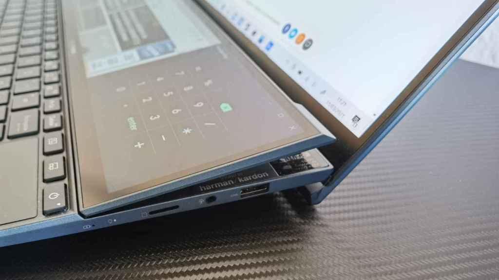 La segunda pantalla del Asus ZenBook Duo se eleva automáticamente