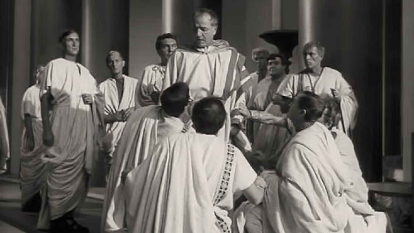 Cadre du film 'Julio César' (1953). Scène de meurtre.'Julio César' (1953). Escena del asesinato.
