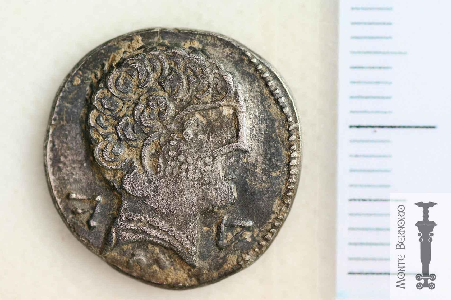Denario romano hallado en la rampa sur de Monte Bernorio.