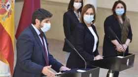 El presidente de Murcia, Fernando López Miras, y su vicepresidenta, Isabel Franco, este viernes en rueda de prensa.