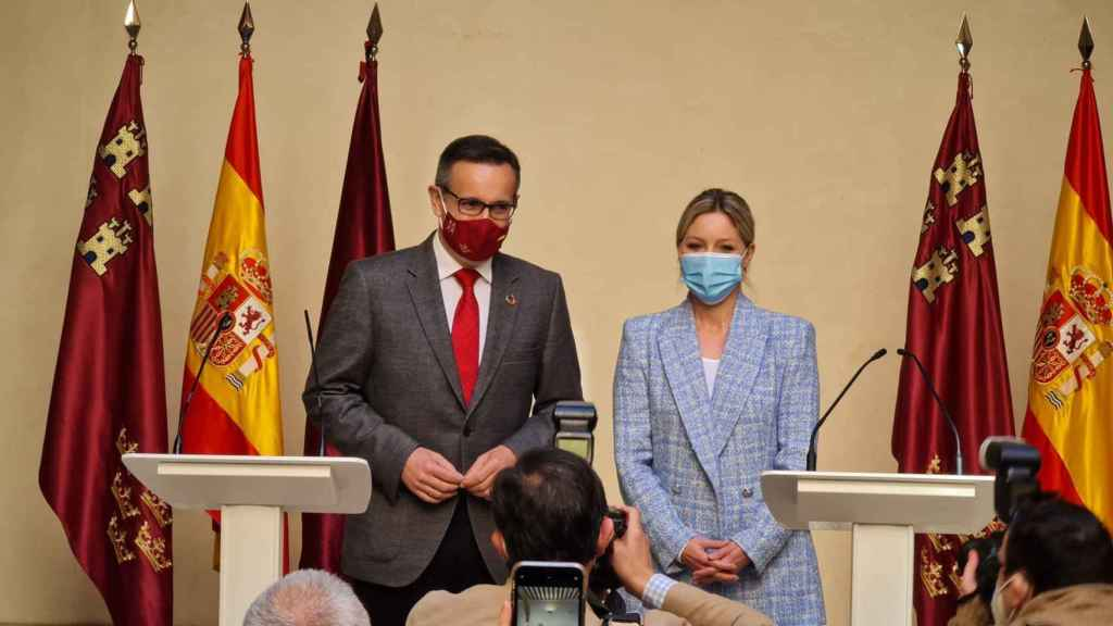 El secretario general del PSRM, Diego Conesa, y la coordinadora de Cs, Ana Martínez Vidal.