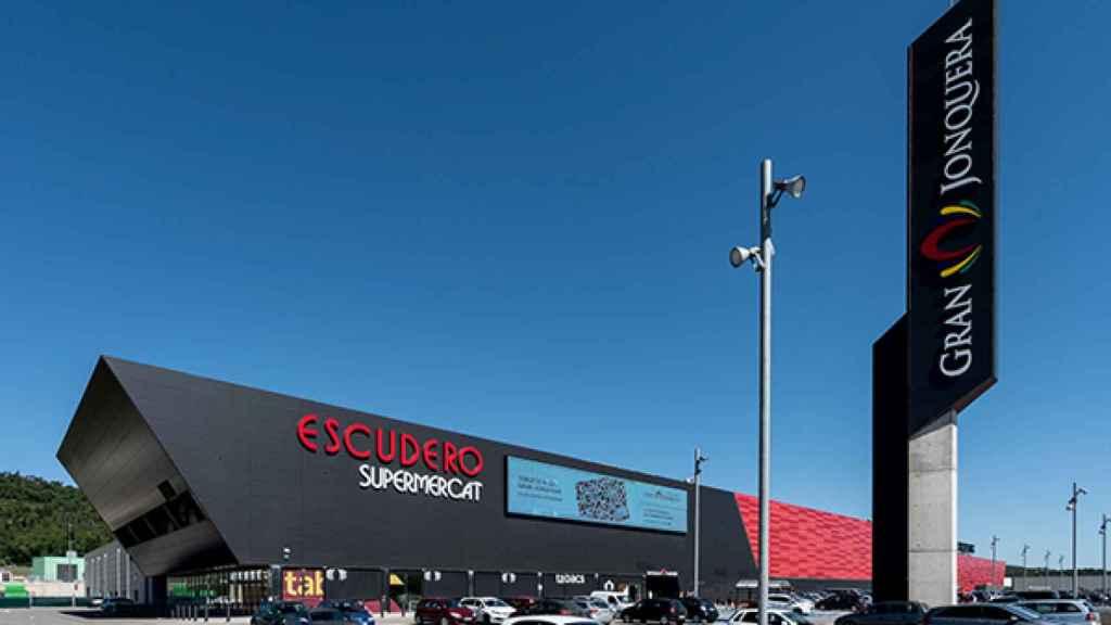 El último centro comercial propiedad de Antonio Escudero en La Jonquera.