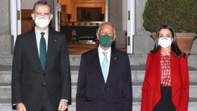 Los reyes Felipe VI y Letizia junto al presidente Marcelo Rebelo de Sousa en Zarzuela.