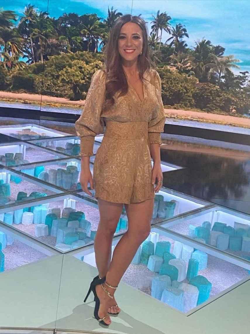 Alicia Peña en el plató de Mediaset mientras Jorge Pérez concursaba en 'Supervivientes'.