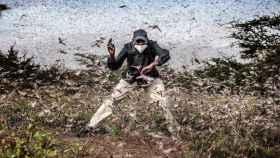 Esta foto de Luis Tato en Kenia es candidata a la mejor del mundo en 2020. Abajo Luis Tato