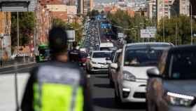 Controles de tráfico de la Policía para vigilar el cumplimiento de las restricciones en Madrid.