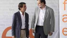 Los expresidentes José María Aznar y Mariano Rajoy, en una imagen de archivo.