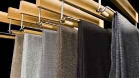 Ordena tu ropa y gana espacio en tu armario con estas perchas para pantalón