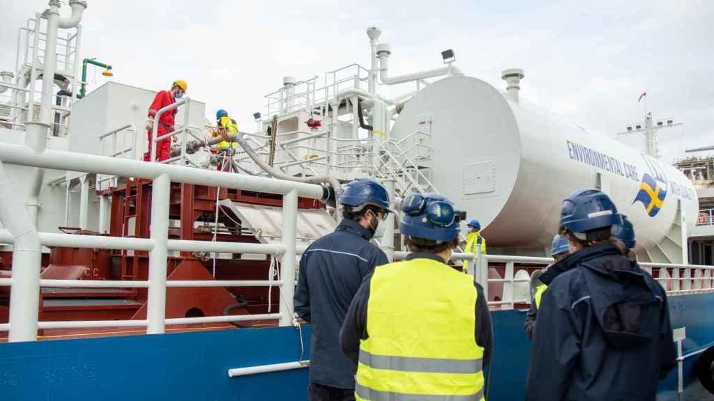 Repsol realiza el primer suministro de GNL con compensación de emisiones en Cartagena