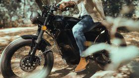 La moto eléctrica de OX Motorcycles se conecta al móvil.