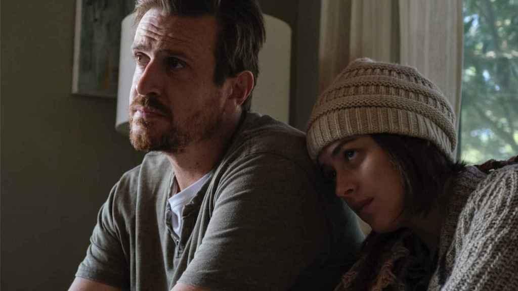 Dakota Johnson y Jason Segel protagonizan 'El amigo'.