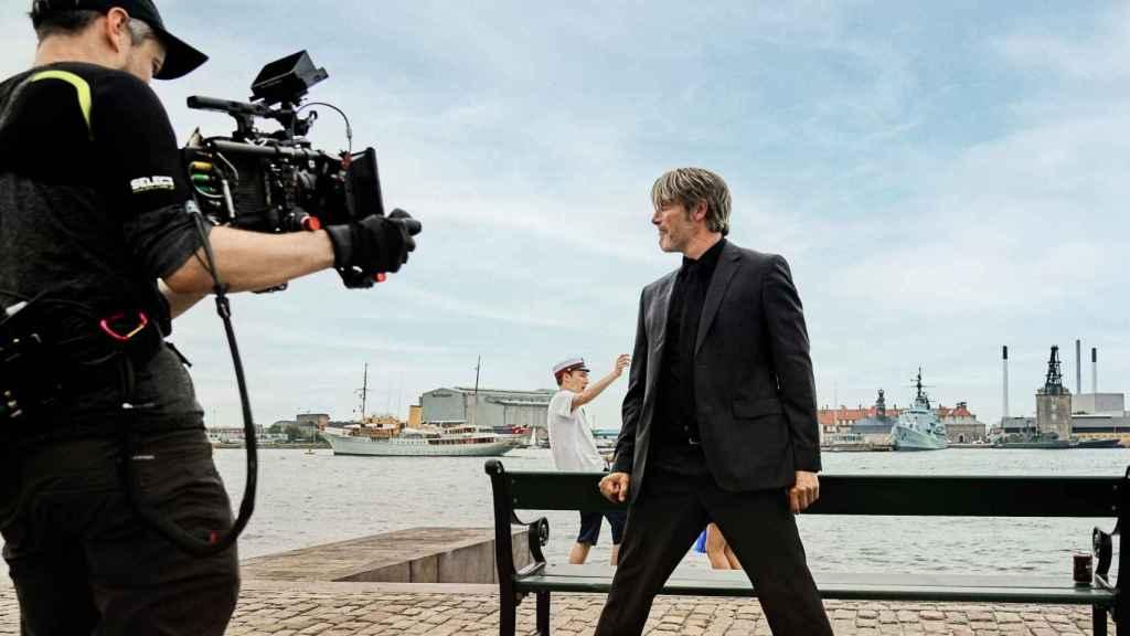 Thomas Vinterberg en el rodaje de 'Otra ronda'.