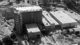 Vista aérea de la construcción de la central nuclear de Zorita de los Canes (Guadalajara), la primera de España.