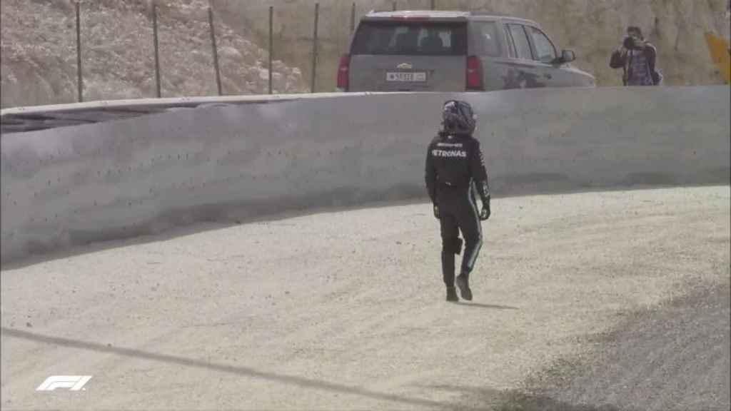 Lewis Hamilton, tras salirse en Baréin