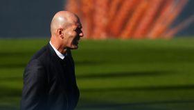 Zinedine Zidane, en la banda del Alfredo Di Stéfano