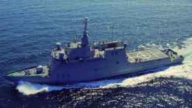 Un buque de la Armada evacúa a un pescador español en aguas de Guinea-Bissau.