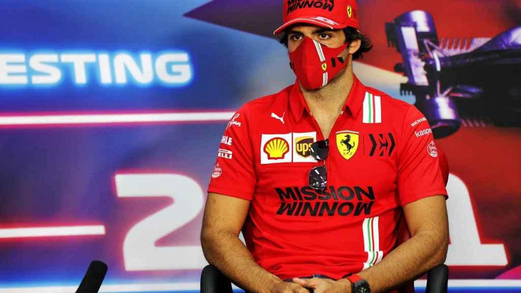 Carlos Sainz Jr. durante la rueda de prensa de los test de Bahrein