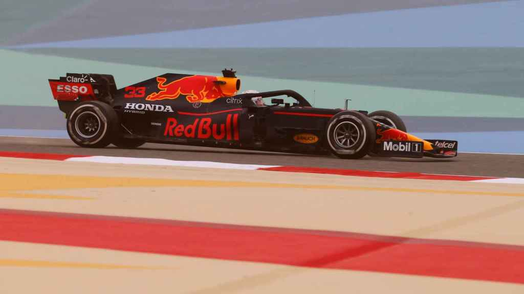 Max Verstappen en los test oficiales de Bahrein