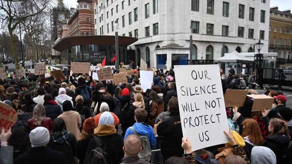 Manifestación frente al edificio de Scontland Yard.