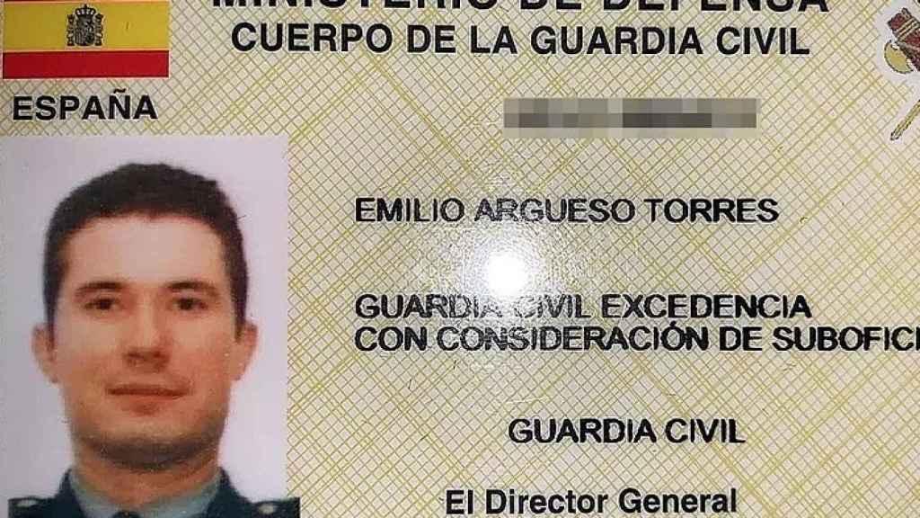 Carnet profesional de Argüeso en la Guardia Civil.