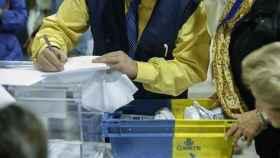 Imagen de archivo de voto por correo en unas elecciones en España.
