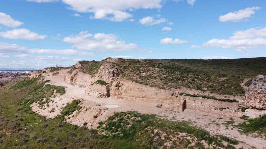 Parte de la muralla de la fortaleza sucumbió al asedio cristiano de 1118.