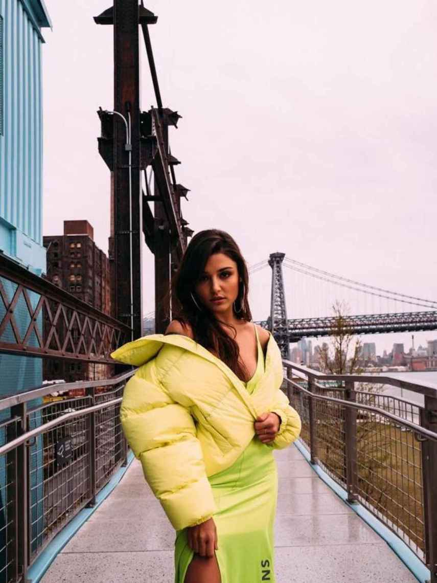 Hande Erçel se ha convertido en referente de estilo para millones de jóvenes.