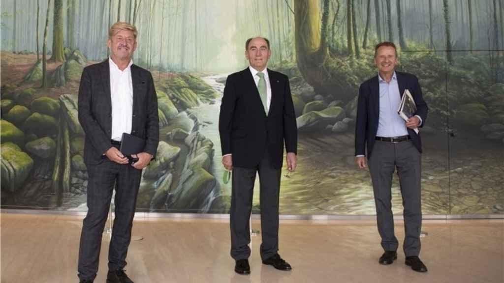 Los máximos dirigentes de Seat, Ibserdrola y Volkswagen.