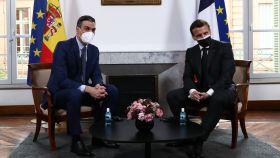 El presidente del Gobierno, Pedro Sánchez, junto al presidente de Francia, Emmanuel Macron.