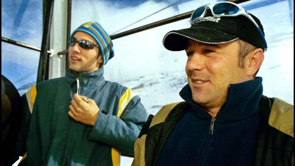 Armesto junto a Ismael Beiro en una imagen de 2001 en Sierra Nevada.