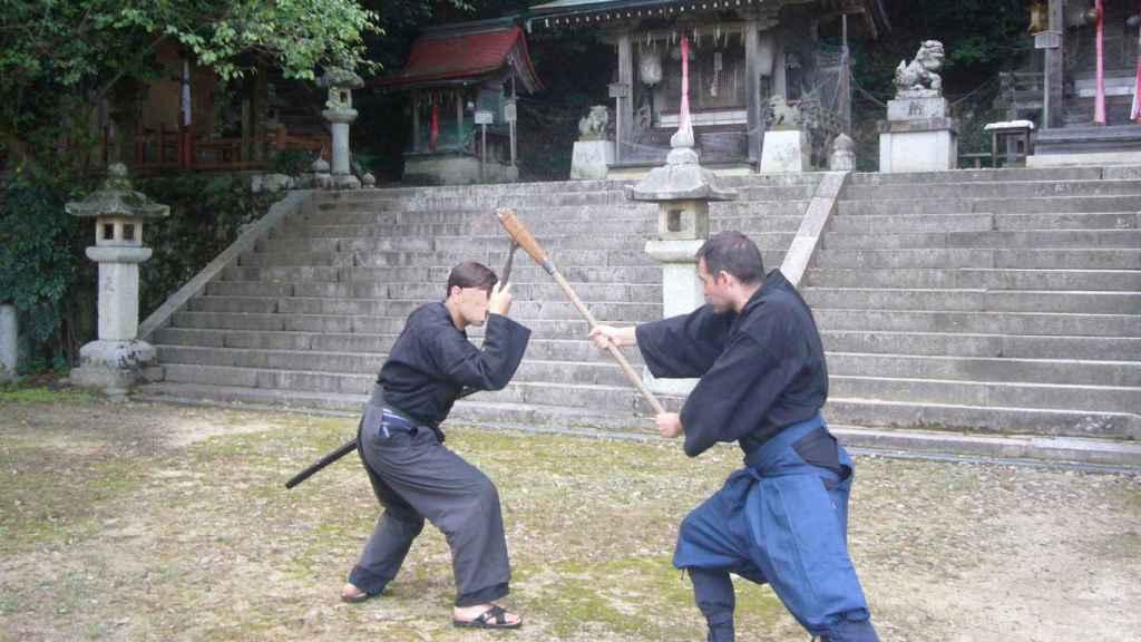 El diputado Liarte durante un entrenamiento de artes marciales.