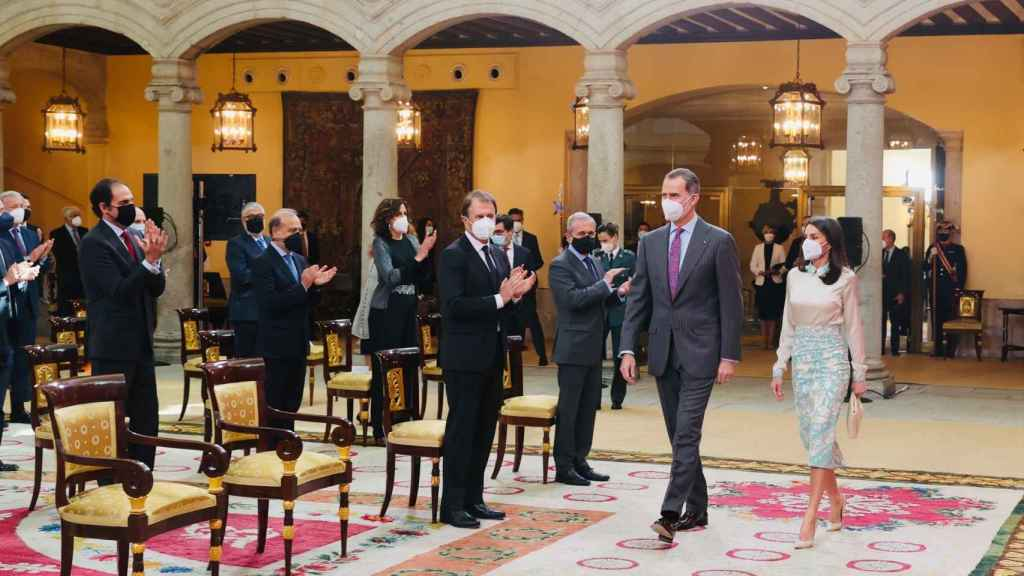 Los reyes Felipe y Letizia durante su acto de este lunes.