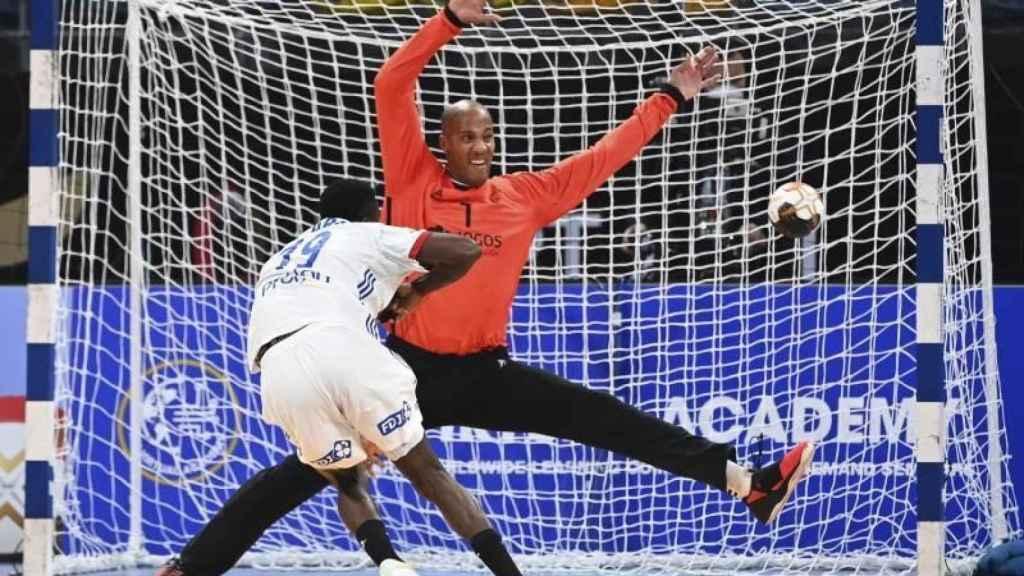Alfredo Quintana en el Mundial de Egipto contra Francia
