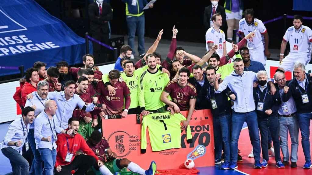 Portugal celebra el pase a los JJOO con la camiseta de Quintana