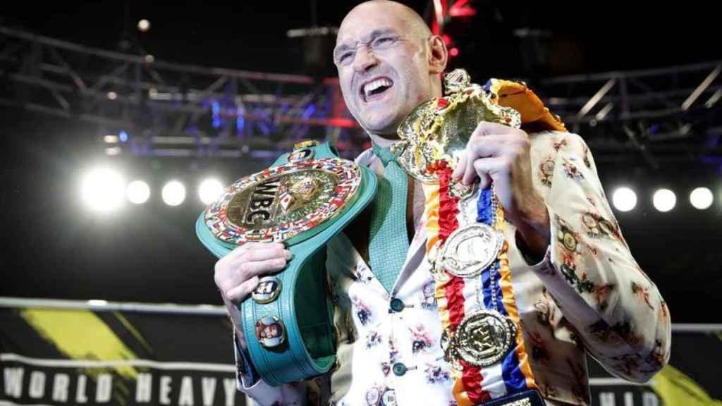 Tyson Fury, con los cinturones de campeón