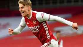 Martin Odegaard celebra un gol con el Arsenal