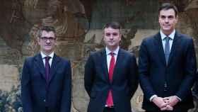Sánchez, con Bolaños e Iván Redondo.