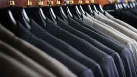 El galán de noche, la mejor opción para tener tu traje preparado para el día siguiente