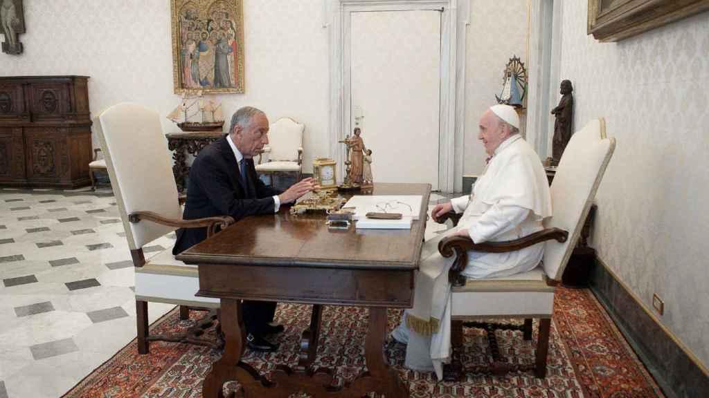 El presidente de Portugal, Marcelo Rebelo de Sousa, durante una audiencia con el papa Francisco hace unos días.