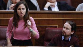 Ione Belarra, en su etapa como portavoz de Unidas Podemos, junto a Pablo Iglesias en el Congreso de los Diputados.